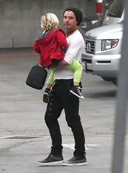 Rocker Gavin Rossdale looked so cool in skinny black pants with buttons and zipper embellishments.