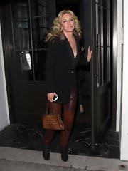 Shannon Tweed put together a great fall ensemble featuring a pair of leather pants, a chic blazer, and some ankle-boots.