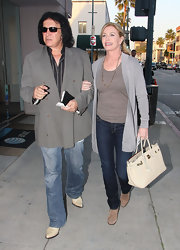 Shannon Tweed polished her casual look with a gray open front cardigan.