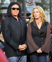 Shannon Tweed wore a beautiful red and yellow beaded necklace for her appearance on 'Extra.'