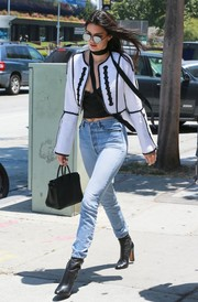 Kendall Jenner sealed off her look with black leather ankle boots.
