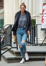 Gigi Hadid completed her comfy attire with white leather sneakers by Reebok.