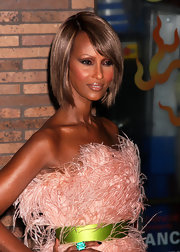 Iman is always posing. Her hair is styled in a long bob with razor ends. She gives the simple hair style runway life.