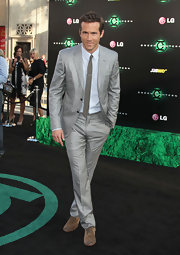 Ryan Reynolds walked the carpet at the 'Green Lantern' premiere in a checkered gray suit and matching skinny tie.