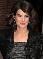 Cobie Smulders arrived for an appearance on the 'Late Show With David Letterman' wearing a pair of noir pave hoop earrings.