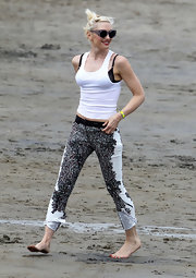 Gwen Stefani hung out at the beach wearing a neon yellow screw bracelet.