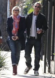 Gwen Stefani rolled up her classic jeans for a casual but stylish look.