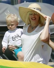 Gwen Stefani kept out of the sun with a large straw sun hat.