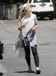 Gwen showed off her unique style with this light gray flowing sari scarf.
