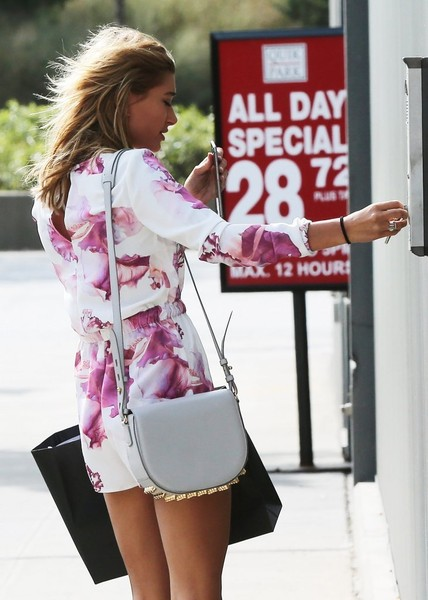 More Pics of Hailey Bieber Leather Shoulder Bag (1 of 12) - Shoulder Bags Lookbook - StyleBistro [clothing,pink,street fashion,fashion,leg,shoulder,outerwear,jacket,thigh,footwear,outerwear,hailey baldwin,reality,model,fashion,street fashion,leg,shoulder,jacket,new york city,fashion,outerwear,costume,socialite]