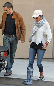 Halle's gray blue print scarf was a comfortable and stylish addition to her look.
