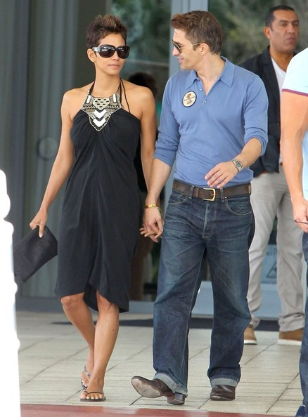 More Pics of Halle Berry Halter Dress (1 of 8) - Halle Berry Lookbook - StyleBistro