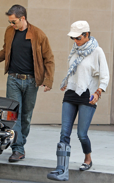 Halle Berry Patterned Scarf