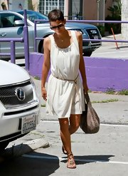 Halle looked Grecian-casual in this simple white dress with a rope belt.