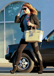 Haylie Duff looks ready for her close up in sleek suede ankle boots. The chic city walker paired them with a glam Birkin.