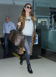 Heidi Klum topped off her travel look with a Louis Vuitton duffle.