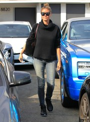 Heidi Klum continued the rugged vibe with a pair of ripped, faded jeans.