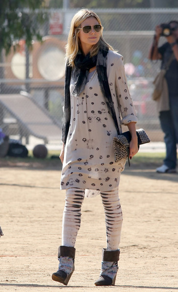 Heidi Klum Patterned Scarf []