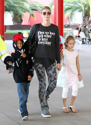 Heidi Klum looked cool while hanging out with her kids—especially in those sleek gray sneaks!