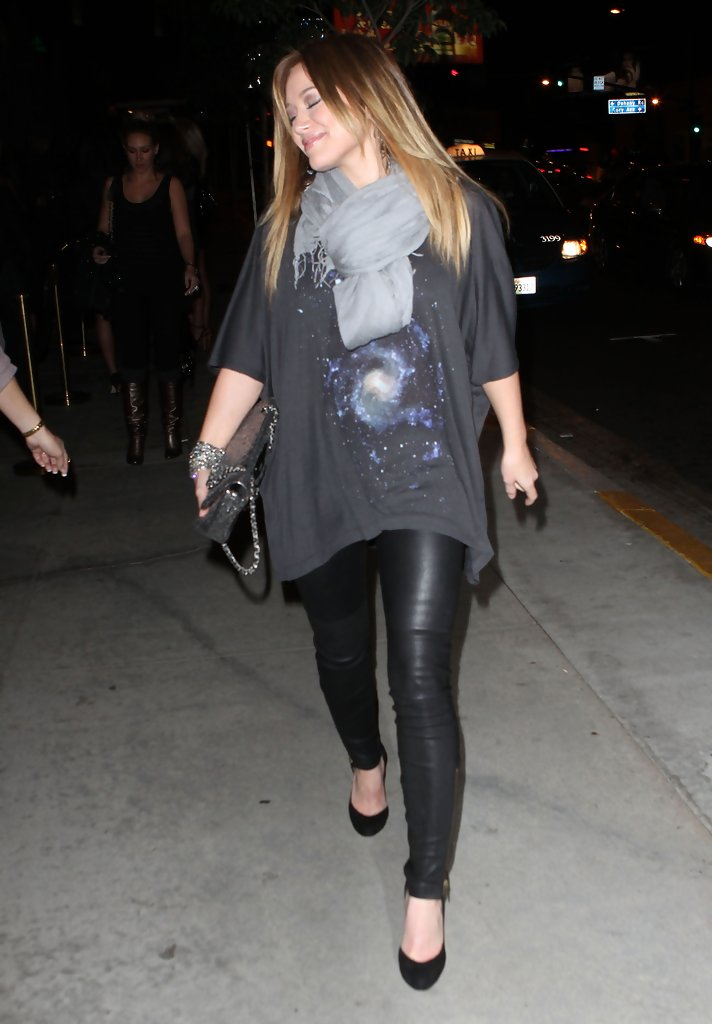 Hilary Duff Evening Pumps Hilary Duff Heels Looks