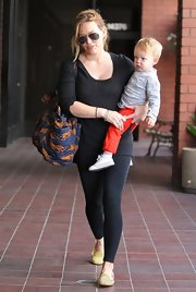 Hilary Duff chose a pair of black workout leggings for her casual look while out with her son Luca.