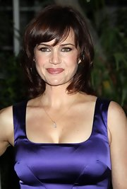 Actress Carla Gugino arrived at The Hollywood Foreign Press Association Annual Installation Luncheon wearing an 18K rose gold baguette diamond leaf necklace.