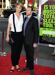 Jenna Elfman wore her black tapered-leg trousers with suspenders at the premiere of 'Horrible Bosses.'