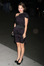 Natalie Portman looked divine in black platform pumps. The versatile heels paired perfectly with her Lanvin for H&M dress.