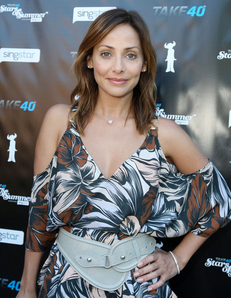 More Pics of Natalie Imbruglia Wayfarer Sunglasses (1 of 13) - Natalie Imbruglia Lookbook - StyleBistro