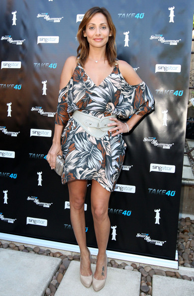 Natalie Imbruglia fought off the winter in nude platform pumps. She wore the heels with a shoulder baring tropical dress.
