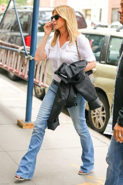1a9d9caf5bd8 More Pics of Jennifer Aniston Quilted Leather Bag (1 of 32) - Jennifer  Aniston Lookbook - StyleBistro