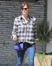 Jennifer Garner carried a quilted blue crossbody shoulder bag while out shopping.
