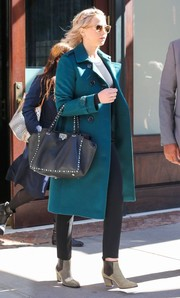 Jennifer Lawrence headed out in New York City wearing a stylish teal trenchcoat by Burberry.