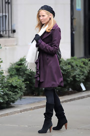 "Jennifer Westfeldt filmed scenes for her upcoming film 'Friends With Kids"" in slouchy black suede boots with wooden heels."