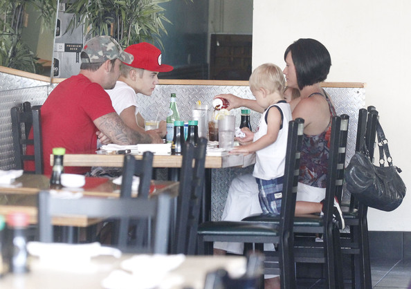 Justin Bieber Takes His Family Out For Sushi In Studio City