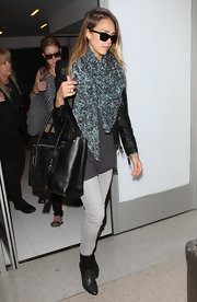Jessica bundled up in this abstract print scarf for her flight at LAX.