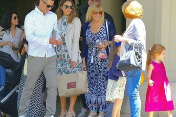 Jessica Alba Honor Warren Jessica Alba and Her Family Grab Lunch in LA for Mother's Day