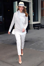 Jessica Alba looked traditional preppy in these crisp white capris and cozy sweater.