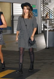 Jessica Alba matched her dress with a fringed gray shoulder bag.