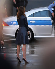 Caught on set of 'The A-Team,' this scene is just so modern-day Casablanca! Jessica looks like the classic screen siren (never mind that she's carrying a gun!) in her navy trench coat and black pumps with a snakeskin heel.