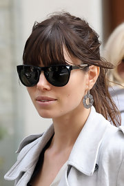 Jessica Biel dressed up her messy 'do with a pair of sterling dangle earrings.