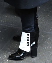 Jessica Chastain slipped into a pair of black and white button-up ankle boots.