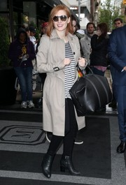Jessica Chastain accessorized with an oversized black leather tote.