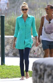 Jessica Hart teamed a stylish turquoise button-down with skinny jeans for a Miami photoshoot.