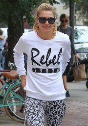 Jessica Hart was spotted out in New York City wearing a pair of chic square sunnies.