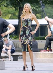 Jessica Hart showed off a tropical-chic print dress while doing a photoshoot in New York City.