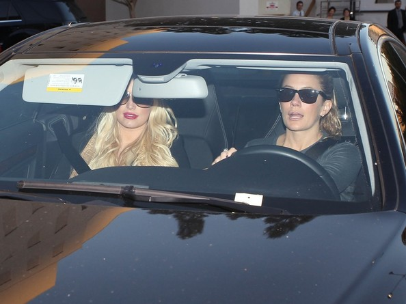 Pregnant Jessica Simpson Leaving Saks Fifth Avenue
