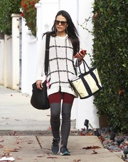 Jordana Brewster teamed her sweater with a pair of two-tone leggings.