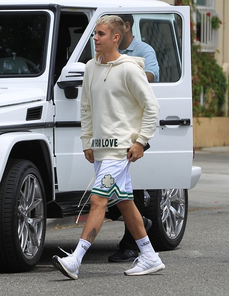 More Pics of Justin Bieber Sports Shorts (1 of 8) - Pants & Shorts Lookbook - StyleBistro []