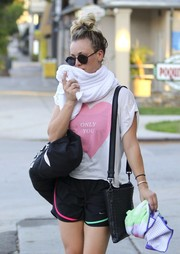 Kaley Cuoco headed out of yoga class carrying a chic woven-leather bag by Bottega Veneta.